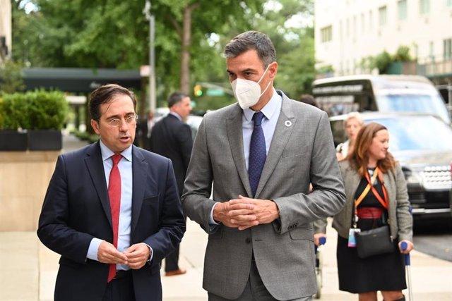 El presidente del Gobierno, Pedro Sánchez, con el ministro de Asuntos Exteriores, José Manuel Albares, en New York.