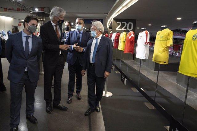 LaLiga y la Academia de la Diplomacia han presentado este miércoles la exposición 'Fútbol por la paz'