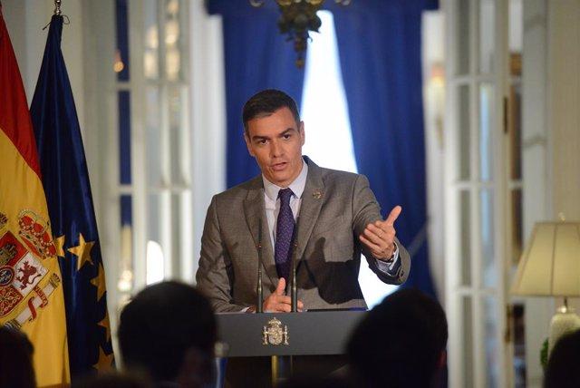 El presidente del Gobierno, Pedro Sánchez, ofrece declaraciones a los medios en la residencia del Embajador Representante Permanente de España ante las Naciones Unidas, a 22 de septiembre de 2021, en Nueva York (Estados Unidos). El presidente del Gobierno