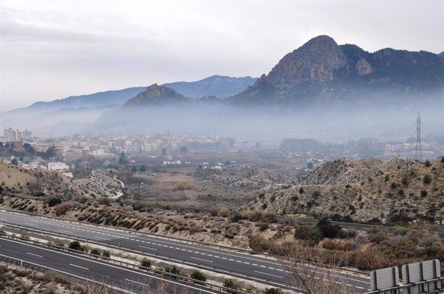 Archivo - Episodio de contaminación atmosférica por quemas agrícolas en Cieza