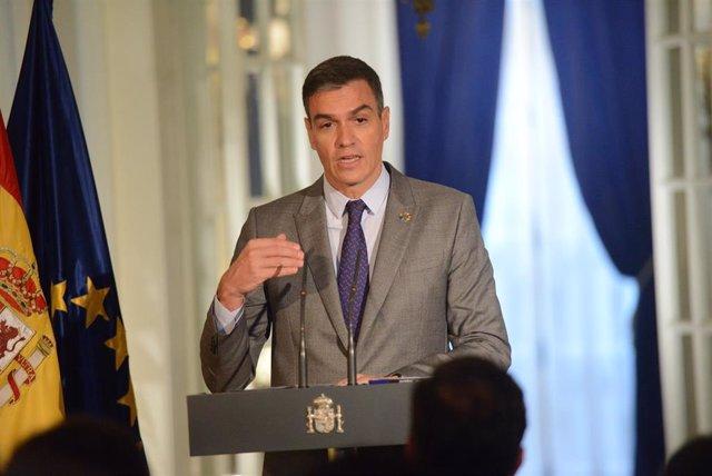 El presidente del Gobierno, Pedro Sánchez, ofrece una rueda de prensa a los medios en la residencia del Embajador Representante Permanente de España ante las Naciones Unidas, a 22 de septiembre de 2021, en Nueva York (Estados Unidos).
