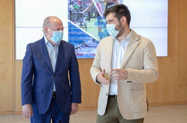 El presidente de la Institución, Fernando Rodríguez Villalobos, y el diputado de Cultura y Ciudadanía, Alejandro Moyano.