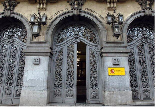 Archivo - Fachada del Ministerio de Educación en la Calle Alcalá