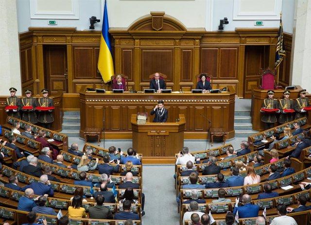 Archivo - Volodomir Zelenski ante el Parlamento de Ucrania