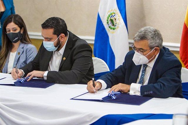 Firma del convenio entre el Ministerio de Salud de El Salvador y Fundación SAMU