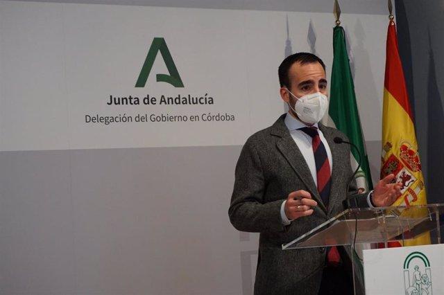 Archivo - El delegado de Empleo, Ángel Herrador, en rueda de prensa.
