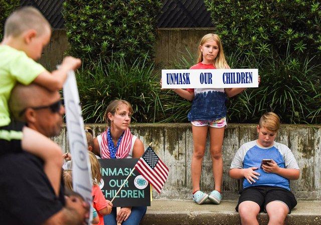 Protestas en Florida por el uso de mascarilla en las escuelas.