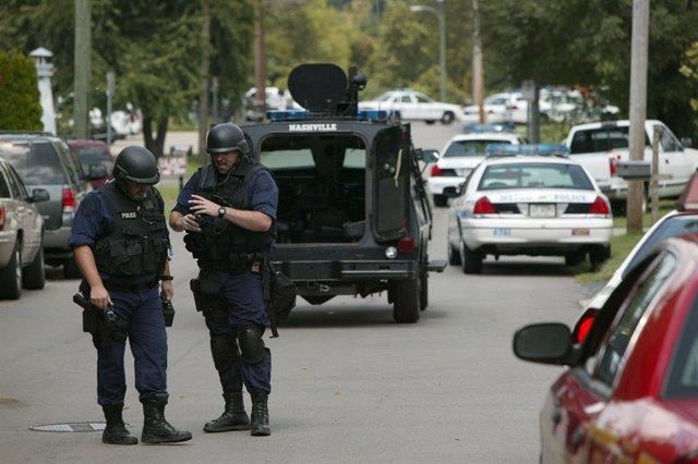 Archivo - Equipo SWAT en las inmediaciones de un tiroteo en el estado de Tennessee.