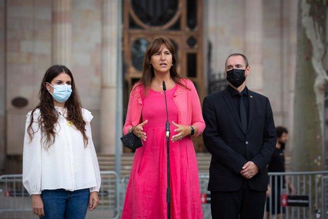 La presidenta del Parlament, Laura Borràs, intervé davant els mitjans després d'acompanyar al conseller d'empresa i Treball de la Generalitat per declarar per presumpta desobediència, a 15 de setembre de 2021, a Barcelona, Catalunya, (Espanya). El consell