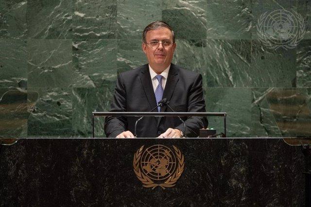 El ministro de Exteriores de México, Marcelo Ebrard, habla ante la Asamblea General de la ONU.