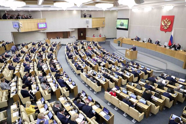 Archivo - HANDOUT - 21 January 2020, Russia, Moscow: Lawmakers attend a plenary session of the Russian State Duma. A Russian parliamentary committee approved a draft of Russian President Vladimir Putin's proposed amendments to the constitution on Tuesday,
