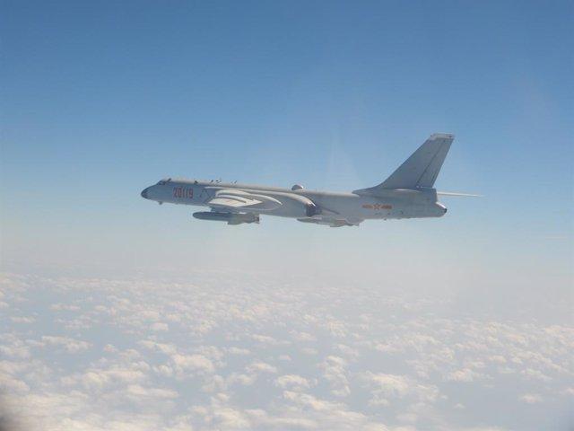 Bombardero chino H-6