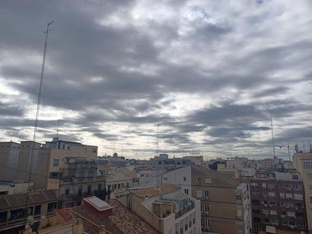 Archivo - Arxiu - Núvols en el cel de València