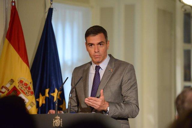 El president del Govern, Pedro Sánchez, ofereix una roda de premsa als mitjansen la residència de l'Ambaixador Representant Permanent d'Espanya davant les Nacions Unides, a 22 de setembre de 2021, a Nova York (els Estats Units).