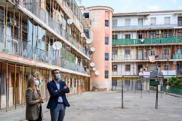 La consejera de Fomento y el alcalde de Almería visitan El Patio