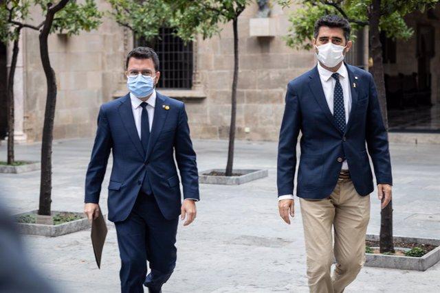 El president de la Generalitat de Catalunya, Pere Aragonès (i), i el vicepresident autonòmic, Jordi Puigneró (d), acudeixen a una reunió amb tots els consellers del Govern, en el Palau de la Generalitat, a 24 de setembre de 2021, a Barcelona, Catalun