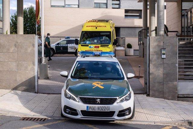 Noelia de Mingo ix en ambulància de la caserna de la Guàrdia Civil de Sant Agustín de Guadalix on l'han traslladat detinguda després d'atacar dos persones al Molar, a 20 de setembre de 2021, en Sant Agustín de Guadalix, Madrid, (Espanya).