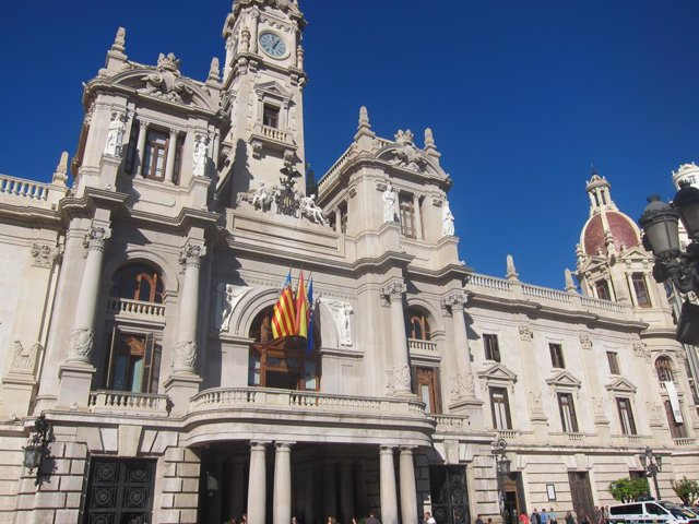 Archivo - Arxiu - Imatge de la façana de l'Ajuntament de València.