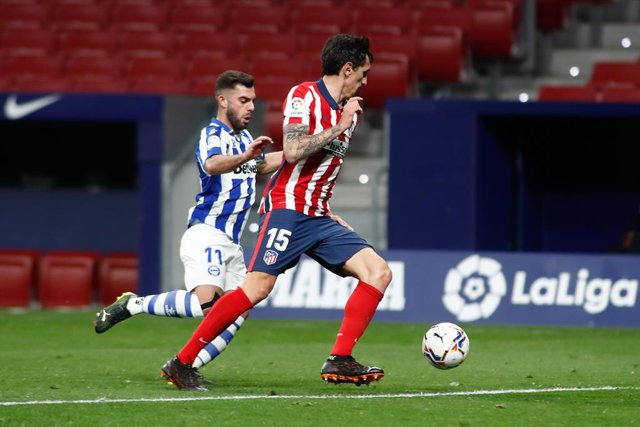 Archivo - Stefan Savic of Atletico de Madrid and Luis Rioja of Alaves in action during the spanish league, La Liga, football match played between Atletico de Madrid and Deportivo Alaves at Wanda Metropolitano stadium on March 21, 2021, in Madrid, Spain.