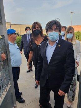 L'expresident de la Generalitat Carles Puigdemont surt de la presó de Bacali, en Sàsser (Itàlia)