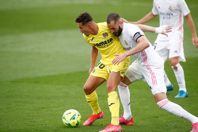 Archivo - Yeremi Pino of Villarreal and Karim Benzema of Real Madrid in action during the spanish league, La Liga, football match played between Real Madrid and Villarreal CF at Alfredo Di Stefano stadium on may 22, 2021, in Valdebebas, Madrid, Spain.