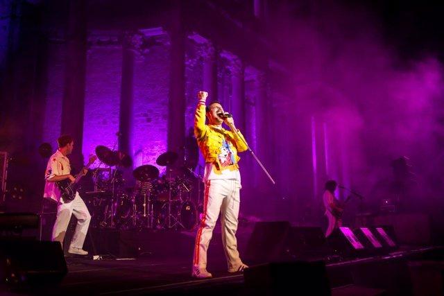 La banda tributo God save the Queen en el Teatro Romano de Mérida.