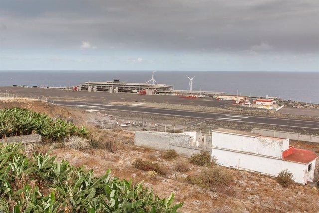Vista general del aeropuerto de La Palma, después de su cierre como consecuencia de la nube de ceniza del volcán de Cumbre Vieja, a 24 de septiembre de 2021