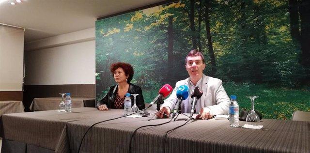 La cineasta Iciar Bollaín y el consejero de Políticas Migratorias y Justicia, Eduardo Santos