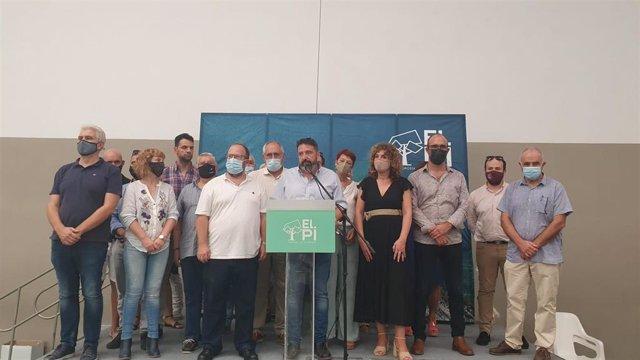 El elegido presidente de El PI en Baleares, Tolo Gili, junto a otros miembros del partido, en el V Congreso de la formación en las Islas.
