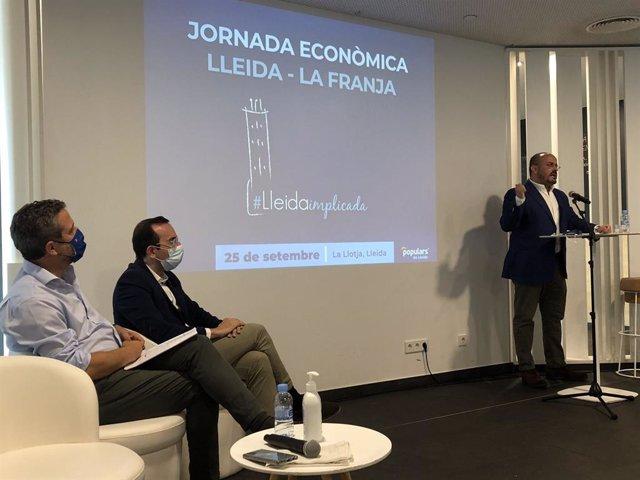 El líder del PP en el Parlament, Alejandro Fernández, en una jornada econòmica a Lleida