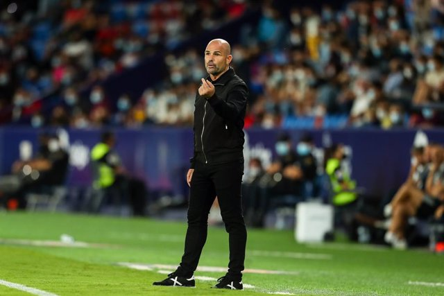 Paco Lopez, head coach of Levante UD, gestures during the Santander League match between Levante UD and RC Celta de Vigo at the Ciutat de Valencia Stadium on September 21, 2021, in Valencia, Spain.