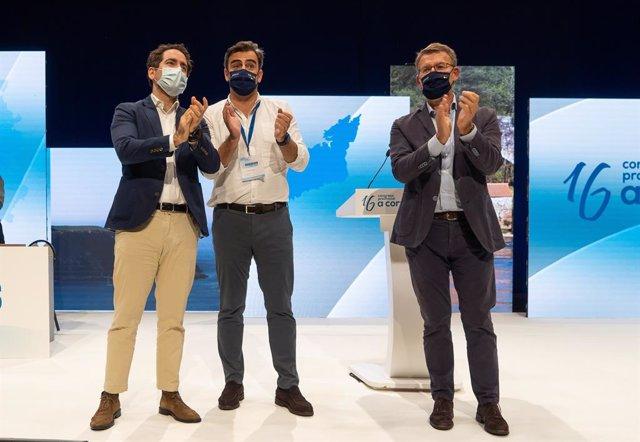 El secretari general de PP, García Egea, al costat del nou president dels populars a la Corunya, Diego Calvo i el titular de la Xunta de Galícia, Alberto Núñez Feijóo