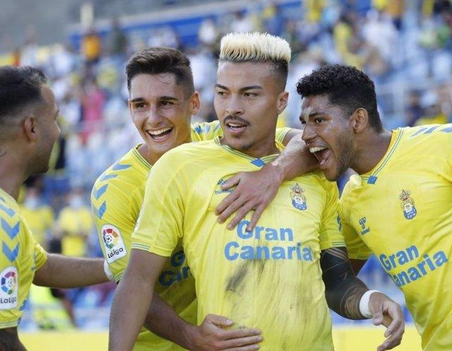 La UD Las Palmas derrota a la Ponferradina en su estadio