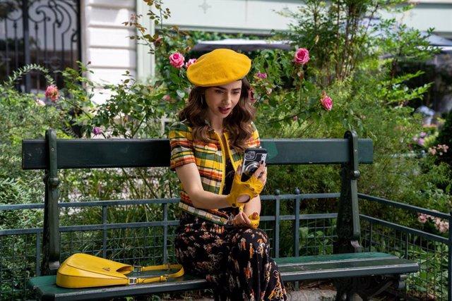 La temporada 2 de Emily en París estrena sus primeras imágenes y ya tiene fecha de estreno en Netflix