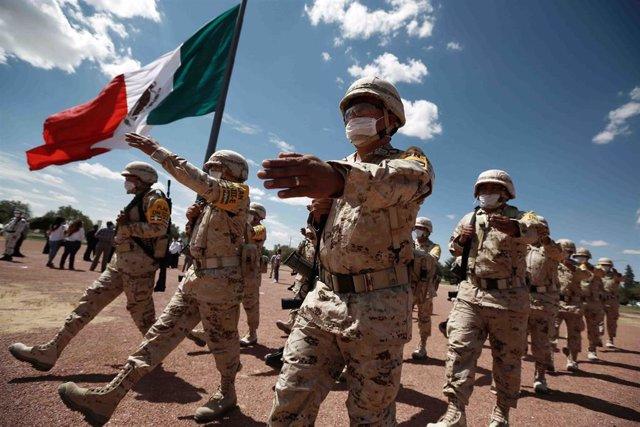 Archivo - Militares en México