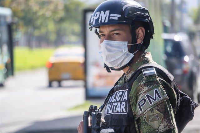 Un agente de la Policía Militar de Colombia.