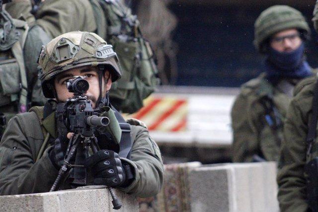 Archivo - Arxivo - Un soldat d'Israel durant les protestes a Cisjordània contra el conegut com a 'acord del segle'.