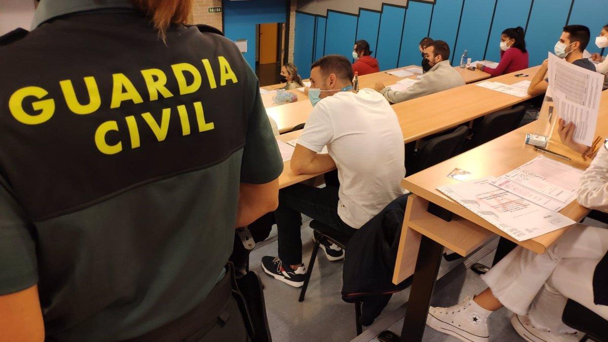 Unas 27.000 personas, 1.800 en Sevilla, opositan a una de las 2.091 plazas para ser guardia civil