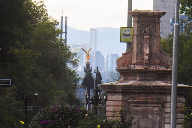 Pedestal de la estatua de Cristóbal Colón retirada de una céntrica calle de Ciudad de México