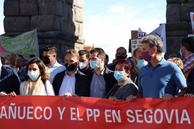 El secretario general del PSOECyL, Luis Tudanca, en la manifestación convocada en Segovia en defensa de la sanidad pública.