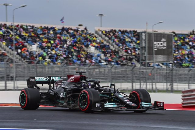 44 HAMILTON Lewis (gbr), Mercedes AMG F1 GP W12 E Performance, action during the Formula 1 VTB Russian Grand Prix 2021, 15th round of the 2021 FIA Formula One World Championship from September 24 to 26, 2021 on the Sochi Autodrom, in Sochi, Russia - Photo