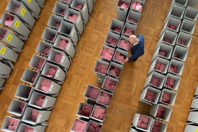 Sobres preparats per al vot per correu en les eleccions felderales alemanyes a Dresden