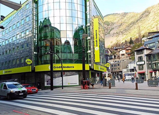 Archivo - La sede central de Crèdit Andorrà, en el centro de Andorra la Vella.