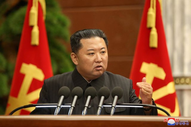 02 September 2021, North Korea, Pyongyang: North Korean leader Kim Jong-un presides over an enlarged politburo meeting of the Workers' Party at the headquarters of the party's Central Committee to discuss key issues, such as nationwide anti-coronavirus me