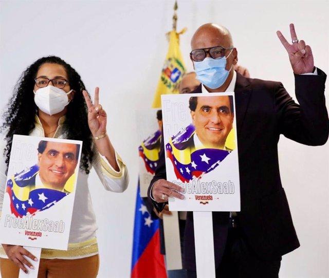 El presidente de la Asamblea Nacional de Venezuela, Jorge Rodríguez, a su llegada a México para iniciar la ronda de negociaciones con la oposción