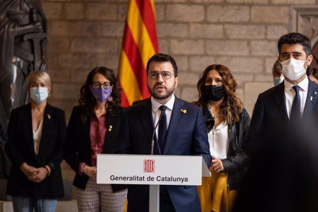 El president de la Generalitat de Catalunya, Pere Aragonès, ofereix una roda de premsa després de mantenir una reunió d'urgència amb tots els consellers del Govern, en el Palau de la Generalitat. ARXIU.