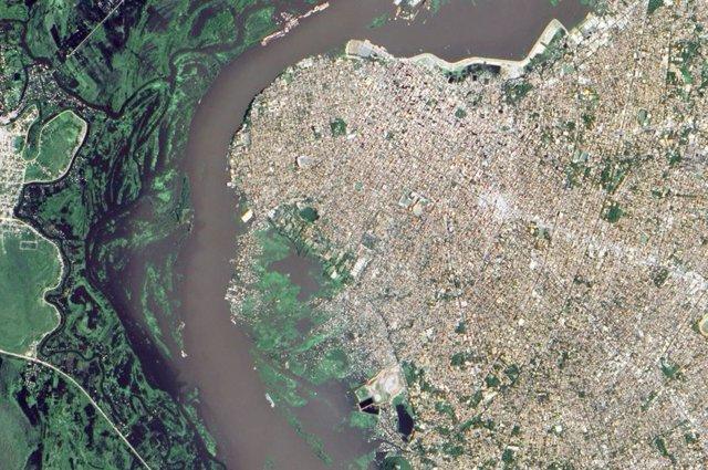 Inundación en la capital de Paraguay, Asunción, por el rio Paraná
