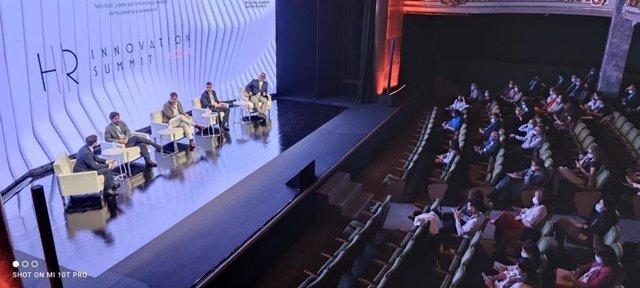 Mesa de debate en el HR Innovation Summit 2021