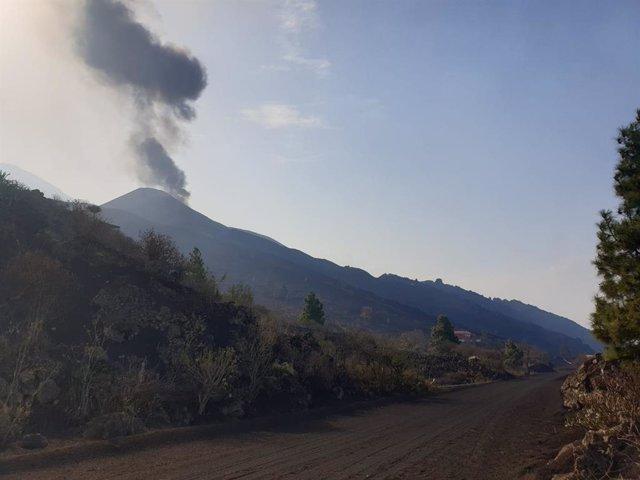El con principal del volcà de Cumbre Vieja torna a emetre lava