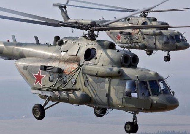 Archivo - Dos helicópteros de la Fuerza Aérea rusa